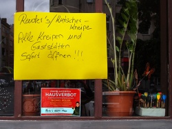 Pubs in my neighborhood protest against the lockdown and ban the governing mayor of Berlin and three senators from their pubs.