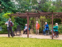 Small Corona- court concert for seniors